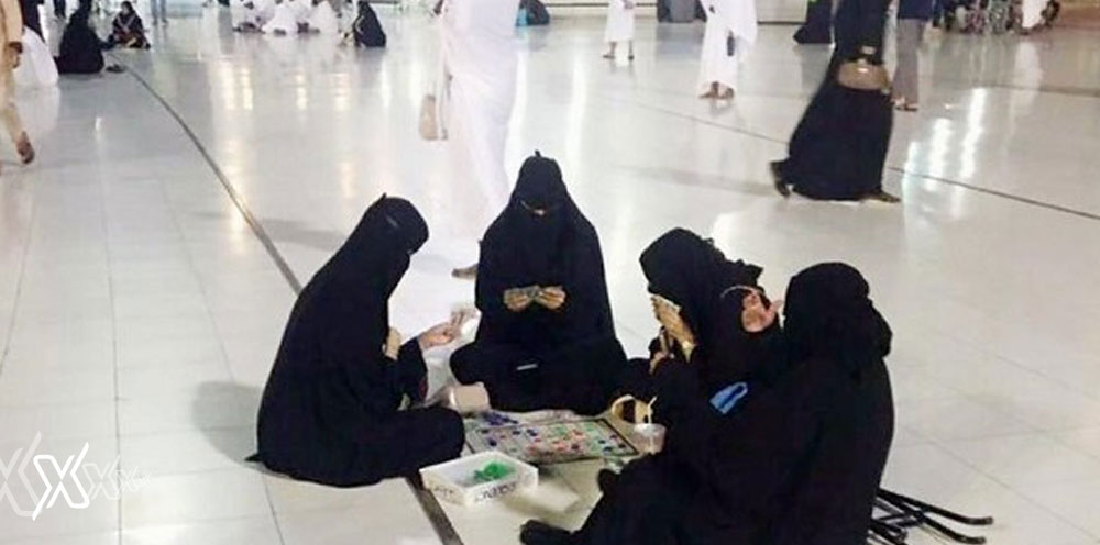 women playing cards makkah